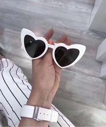 6246aa9ddf Diseñador de las mujeres en forma de corazón Wave 181 Gafas de sol blancas  y grises famosas Gafas de sol de la marca Brand New con estuche