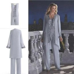 China Gray 2019 Mother Of The Bride Three-Piece Pant Suits Chiffon Beach Wedding Mother's Groom Dresses Long Sleeves Wedding Guest Dresses cheap grooms beach suits suppliers