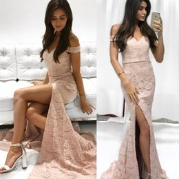 Barato Vestido De Renda Rosa Claro Sereia-2017 Womens Elegante vestido de renda bainha Mermaid Sexy Split Party Cocktail Vestidos Off-Shoulder Brides Guest Dresses Light Pink