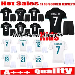 Spandex Masculin Pas Cher-2017 2018 Real Madrid enfants maillot de football kits jeunesse garçons 17 18 kits de maillots d'enfant RONALDO JAMES BALE ISCO enfants uniformes de football chemises