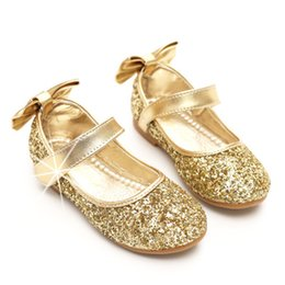 Barato Corte De Princesa Menina-Kids Girls Sequined Shoes Baby Girl Bow Casual Flat Sandals 2017 Ouro Prata Princesa Cow Muscle Round Toe Sandals Children Dress Shoes