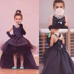 Longues Robes Formelles À Dos Bas Pas Cher-Black Toddler Dressing Dressing High Low Girl's Formal Party Robes Jewel Neck Sans manches Short Front Long Back Robes Flowergirl pour mariage