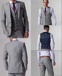 Großhandel Hohe Qualität Wolle Anzüge Seitenschlitz Hellgrau Bräutigam Smoking Kerbe Revers Mann Anzüge Prom Anzüge (Jacke + Pants + Tie + Vest) L: 02