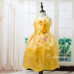 Barato Menina Vestidos De Renda Amarela-Baby Girl Princess Belle Dress Lovely Yellow Lace Kids Dresses com flores e jóias Brithday Gifts for Children Vestido de Natal Party Cosplay