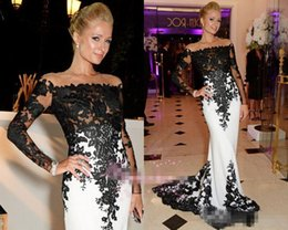 Robes De Soirée Vintage En Dentelle Blanche Pas Cher-Vintage White And Black Lace Formal Celebrity Robes de soirée à Cannes 2017 France May Off Shoulder Sheer manches longues Red Carpet Prom Gown