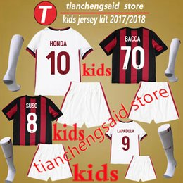Meilleur Garçon De Costume Pas Cher-Meilleure qualité AC Milan jersey BACCA MONTOLIVO enfants maillots de football Kit 17 18 garçons football chemises costumes 2018 enfants uniformes de football ensembles + chaussette