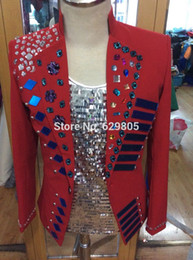 Barato Jaqueta De Contas Vermelhas-Customized Plus Size Red Jacket Stage Beaded Costumes Handmade Rhinestone Men's Nightclub Coat Outerwear Masculino Singer Outfit