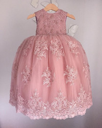 Barato Saia Do Vintage Do Laço Do Bebê-Vintage Lace Appliqued Flower Girls Vestidos para casamentos Soft Pink Beaded Little Baby Vestidos de baile Puffy Saias Communion Dressup Dress Up