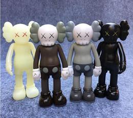 Ingrosso 4pcs Kaws originale falso action figure collezione bambola regali di natale compleanni giocattoli Gloomy-Bear MoMo Bear POPOBE Qee Bearbrick