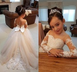 Images D'anniversaire Fleurs Pas Cher-2018 À Manches Longues Fleur Filles Robes Dentelle Boule De Bal Perles Arc Sheer Encolure Fille Pageant Robes D'anniversaire Enfants Communion Robes