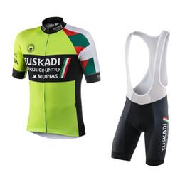 Venta al por mayor de Ropa Ciclismo team euskadi basque país murias camisetas de ciclismo set verano Bicicleta maillot transpirable MTB manga corta paño de tela gel pad