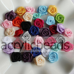 Ruban Floral Bon Marché Pas Cher-Cheap 100pcs 15mm Solid Coloré en satin laminé Ruban Rose Flower Rosettes Applique en tissu Floral Decoration Hair Clip Supplies