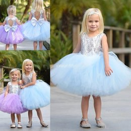 Barato Arcos Inchados Para Vestidos-Cute Short Baby Child Vestido de festa de casamento Puffy Tutu Lilac Mint Silver Sequins com Bow 2017 Cheap Flower Girls 'Dresses Comprimento do joelho