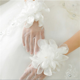 $enCountryForm.capitalKeyWord Australia - 2017 New Princess Bridal Gloves with Flowers Romantic Finger Wedding Accessories Stock Elegant White Ivory Wedding Gloves