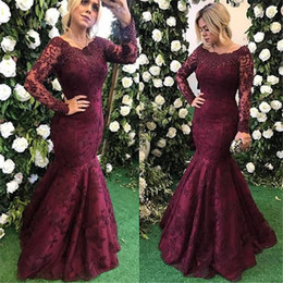 Barato Mangas De Renda Borgonha-2018 New Borgonha Vintage Manga comprida Mãe da noiva Groom Dresses Lace Appliques Beads Cristais Mermaid Mother Dresses Comprimento do chão