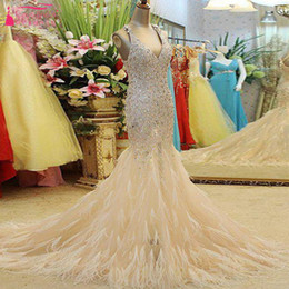 Barato Penas Elegantes Vestidos-Gorgeous Beaded Feather Crystal Prom Dresses Long Mermaid Elegant Evening Dresses Sexy v-Neck 2017 Modern Gowns Real Photo