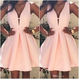 Barato Vestir Para Ocasiões Especiais-2017 Hot Sale Pink Short Cocktail Dresses V neck Backless Stain Mini Stain Ruffles Prom Festa Vestido Custom Made Special Occasion Gowns