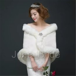Wrap Outerwear Canada - Light Ivory Winter Wedding Coat Bridal Faux Fur Wraps with Crystal Brooch Warm Shawls Outerwear Korean Style Women Jacket Prom Evening Party