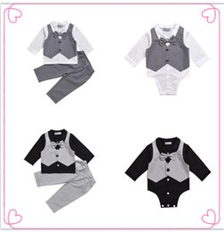 Chaleco Conjunto De Ropa Para Niños Baratos-Mikrdoo Hot Baby Boy Clothes Suit Chaleco + Camisa de lazo Romper + Pantalones Falso 2 Piezas Juegos de caballero formal Cotton Wedding Clothing Top Set Edad 0-2 T