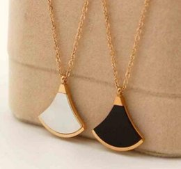 $enCountryForm.capitalKeyWord Canada - Fashion color shell fan black and white shell agate short titanium steel rose gold clavicle necklace female models