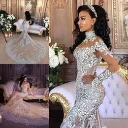 Barato Estilo Longo Da Sereia Dos Vestidos-Gorgeous Queen Style Wedding Dresses Lace Appliques Sheer High Neck Vestidos de Noiva com Appliques de manga comprida Crystal Mermaid Wedding Dress