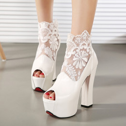 Barato Vestidos Brancos Sexy De Verão Formal-Nova Moda Peep Toe Verão Casamento Botas Sexy Lace Branco Prom Evening Party Sapatos Nupcial Salto Alto Senhora Formal Dress Shoes