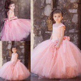 Barato Arcos Inchados Para Vestidos-Vestidos de menina de flor de tule Blush Pink Flower Girls Dress for Weddings 2017 Straps Puffy Skirt Princess Vestidos formais com arco Sash Custom Made