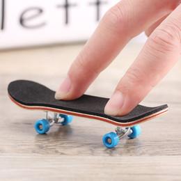 Toys Skating Board Canada - Mini Vinger Skateboard Tech Stents Scrub Vinger Scooter Skate Boarding Classic Game Jongens Speelgoed Toys finger skateboard Deck