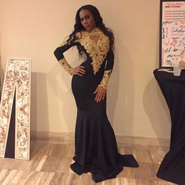 Barato Vestido De Manga Longa De Ouro Preto-Sexy African High Neck Black Girls Mermaid Prom Dresses 2017 Sweep Train Gold Appliques Lace Long Sleeve Vestidos de festa Evening Wear