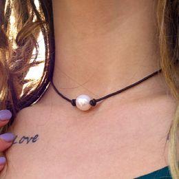 Großhandel Neue Ankunfts-einfache und elegante hohe Glanz-Perlen-lederne Halsbandhalsketten-Frauen Punkart-Hand verknotete Art- und Weiseschmucksachen