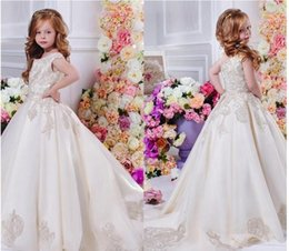 Longues Robes Lycra Pas Cher-2017 Floral Lace Flower Girl Dresses Pageant Robes Long Train Belle Little Kids FlowerGirl Dress Formal Wear