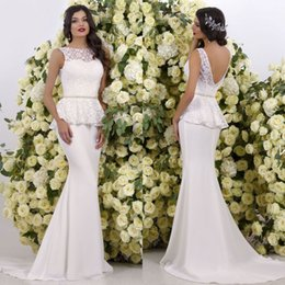 Barato Vestido De Renda De Trompete Mermaid Bateau-Elegante Peplum Mermaid Lace Vestidos de casamento Sheer Bateau Neck Backless Vestidos de noiva Sweep Train Tulle Trumpet Wedding Dress