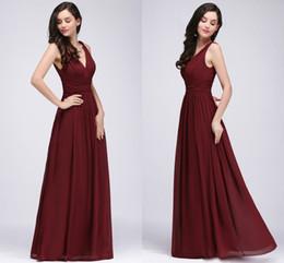 Großhandel 2018 neuer Designer Burgunder-V-Ausschnitt-lange Abschlussball-Kleider eine Linie Chiffon- preiswerte Abend-Kleider Fußboden-Längen-Brautjunfer-Kleider CPS723