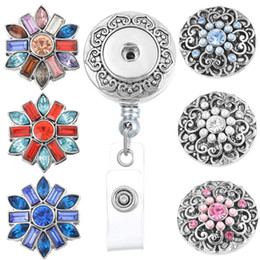 Badges Rétractables Pas Cher-8.5cm * 3.3cm Retractable Badge Reel Clip On Card Holder Avec 3pcs Round Flower Broches DIY Boutons Charms Bijoux N154S