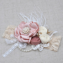 Barato Rosetas De Headbands Do Bebê-2017 Little Baby Girls 3D Rosette Floral Headbands Toddler Lace Pearl Hairbands Bebês Princesa Feather Headwear acessórios para crianças