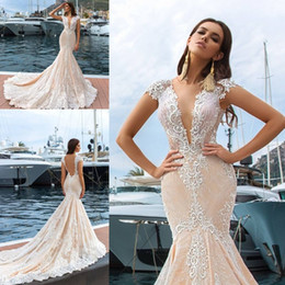 Barato Laço Mermaid Vestido Cap Manga-Vestidos de casamento de renda completa Backless V Neck Cap Sleeve Mermaid Vestidos de noiva Tribunal Train Plus Size Wedding Dresses