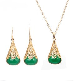$enCountryForm.capitalKeyWord NZ - Green Water Drop Resin Necklace Earrigs Set Hot Vintage Gold Color Hollow Jewelry Set For Women