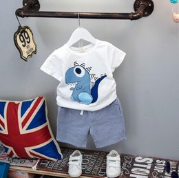 Chemise De Garçon Pas Cher-New Summer Baby Boys Ensembles de vêtements en deux pièces Kids Cartoon Dinosaur Cotton Cotton Tops T-shirt + Stripe Shorts 2pcs Children Outfits 12016
