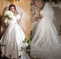 online shopping 2017 Luxury Designer Robe De Mariee Sweetheart Appliqued Beaded Short Puffy Sleeve Wedding Dresses Shiny Bridal Gowns