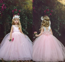 Robe Courte Petite Fille Pas Cher-Fabulous New Design Pink Flower Girl Dresses 2017 Princess Cap Sleeves Ruched avec des fleurs faites à la main Little Girls Party Birthday Gowns