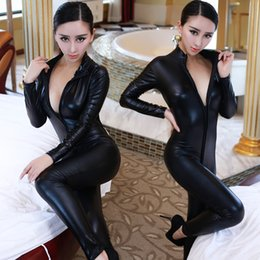Barato Catsuit Preto Com Zíper-Atacado- Hot Sexy Catwomen Faux Leather Latex Zentai Catsuit Suave Wetlook Jumpsuit Front Zipper Elastic Black PU Full Bodysuit Playsuit