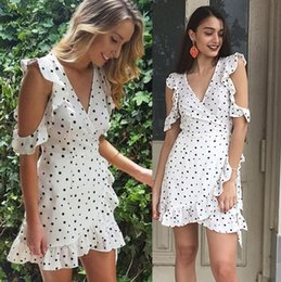 Barato Vestido Branco Com Chiffon-2017 Ruffle Polka Dot Flowing Vestidos de verão Vintage Irregular Bow Wrap Short Summer Party Dress Mulheres Chic Chiffon White Dresses FS1627