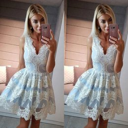 Profundo Azul V Cuello Vestidos Baratos-Light Blue Lace Vestidos de fiesta cortos con Deep V Neck Apliques de encaje A Line Homecoming Vestido de entrega rápida Zipper Cheap Prom Dress