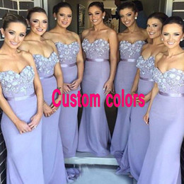 Barato Vestido Sem Alças Com Querida-Elegante Lavanda Custom Made Bridesmaids Dresses Long Vestidos de dama de honra Sweetheart Strapless Beaded Flowers Appliqued Wedding Party Gowns