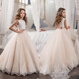 Barato Vestidos De Princesa Para Casamentos De Crianças-2017 Vintage Flower Girl Dresses para Casamentos Blush Pink Custom Made Princess Tutu Sequined Appliqued Lace Bow Kids First Communion Gowns