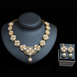 $enCountryForm.capitalKeyWord Australia - Luxury Bridal jewelry Pearl Necklace Earring Accessories sets flower shape with crystal necklace Wedding Jewelry engagement jewelry Hot Sale