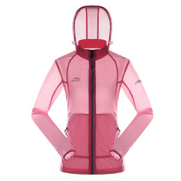 Ingrosso Giacche da trekking da donna Ultra Light Outdoor Abbigliamento per la pelle Impermeabile sportivo da donna Traspirante anti UV Soft Shell Coat da campeggio