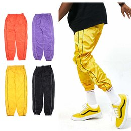 Drapé Rayé Pas Cher-Vente en gros- 2017 Cool Fashion Urban Hip Hop Vêtements Hommes Stage Drape 90s Striped Joggers Nylon Noir Or Mens Track Pants
