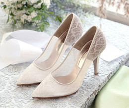 $enCountryForm.capitalKeyWord NZ - Vintage White Lace and Sheepskin Wedding Shoes T-Straps Buckle Closure Leather Party Dance High Heels Women Sandals Short Wedding Boots K015