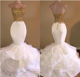 Barato Tiras De Espaguete Vestido De Contas Brancas-2017 Sexy Gold White Ruffles Mermaid Prom Dresses Lace Appliques Beaded Crystal Spaghetti Straps Sweetheart Evening Celebrity Gowns